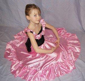 6 ensembles bustier lonque jupe rose et noir 6/8 ANS