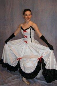 12 ensembles bustier +jupe longue blanche noire et rouge